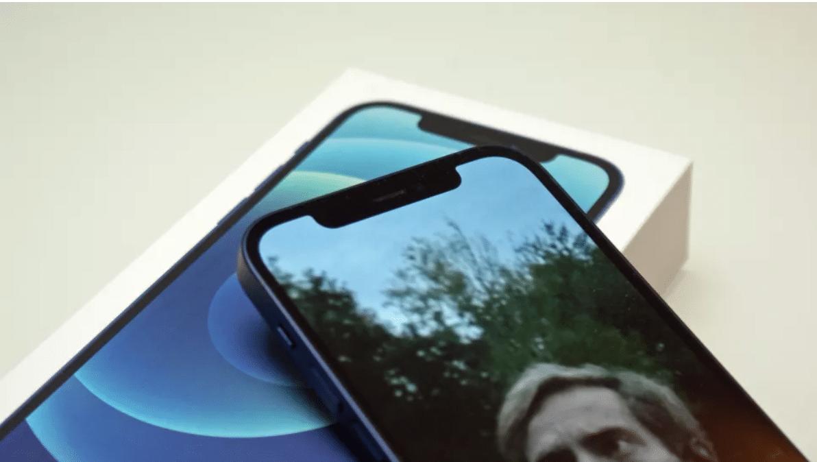 HDR và OLED xem phim tuyệt vời trên iPhone 12